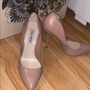 Steve Madden nude leather heels. Size 6.5.